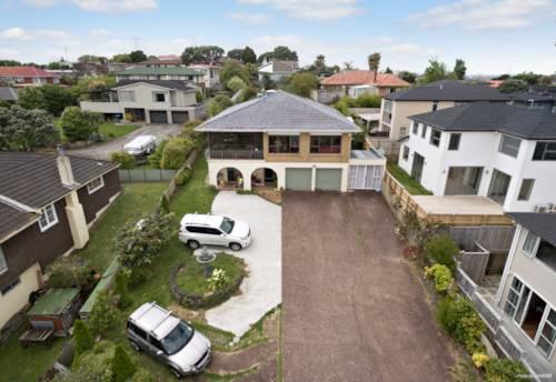 Mt Roskill, Spacious Home on 990m² Section With Subdivision Potential, Property ID: 767155 | Barfoot & Thompson