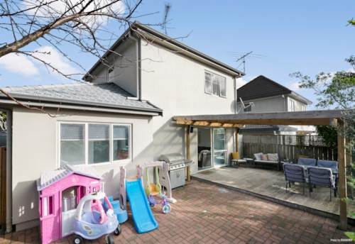 Stanmore Bay, AFFORDABLE / FABULOUS LOCATION, Property ID: 792607   Barfoot & Thompson
