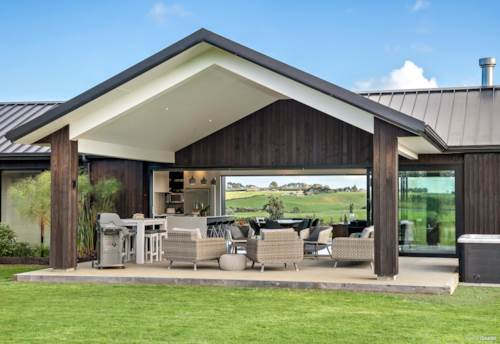 Karaka, Ultimate Modern Lifestyle Living on 30 acres, Property ID: 793121 | Barfoot & Thompson