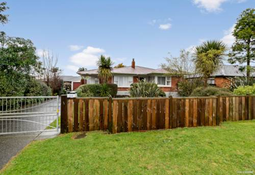 Pukekohe, GOOD BONES! GREAT LOCATION!, Property ID: 793442 | Barfoot & Thompson