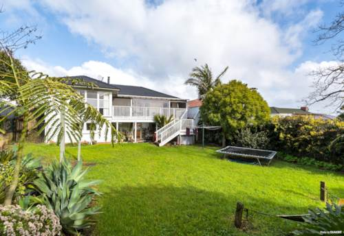 Pakuranga, Extra, Extra Read All About !!, Property ID: 793157 | Barfoot & Thompson