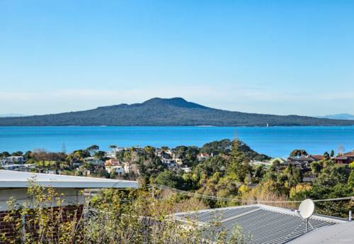 Castor Bay, Home and income with Sea Views in 1323 m2 Land!!!, Property ID: 793244 | Barfoot & Thompson