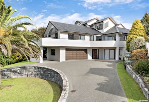 Orewa, Extended Family Living in Paradise, Property ID: 793606 | Barfoot & Thompson