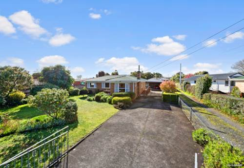 Papakura, Over 60 years in the same family!, Property ID: 793958 | Barfoot & Thompson