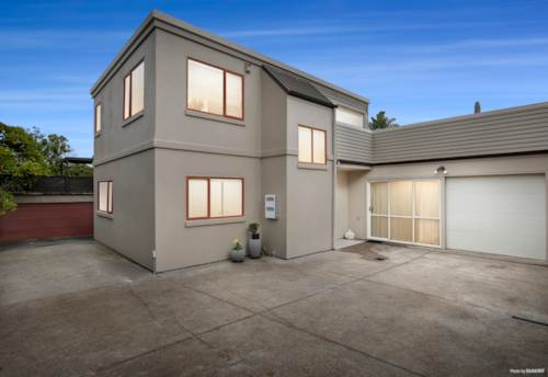 Meadowbank, Sunny and secure with stunning views!!, Property ID: 793655   Barfoot & Thompson