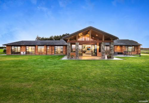 Karaka, LUXURIOUS ESTATE- CLASSIC ELEGANCE - BLUE CHIP LOCALE, Property ID: 794225 | Barfoot & Thompson