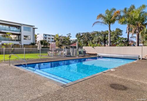 Browns Bay, Live the best Beach Lifestyle - Wander to it all!, Property ID: 793902   Barfoot & Thompson