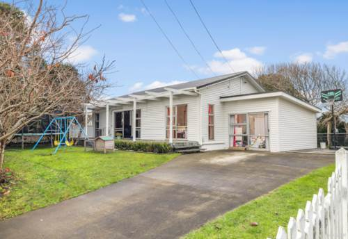 Waiuku, Ooh La La! 1012m2 Family Playground!, Property ID: 794027 | Barfoot & Thompson