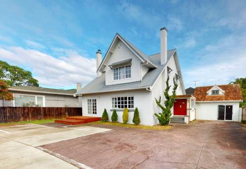 Takapuna, Premium Location + Top School Zone!, Property ID: 794483 | Barfoot & Thompson