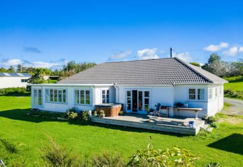 Mangawhai, A large home with so many positives-, Property ID: 794576 | Barfoot & Thompson