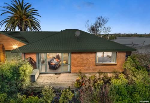 Tuakau, Convenient Modern Brick Beauty!, Property ID: 794511 | Barfoot & Thompson