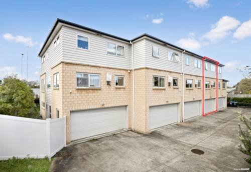 Mt Albert, Like New Townhouse in Prime Location!, Property ID: 794570 | Barfoot & Thompson