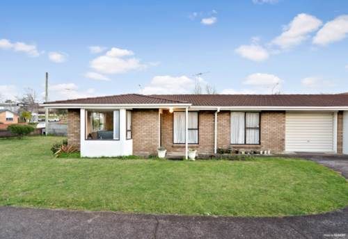Pukekohe, The perfect starter - In the heart of Pukekohe!, Property ID: 794535 | Barfoot & Thompson