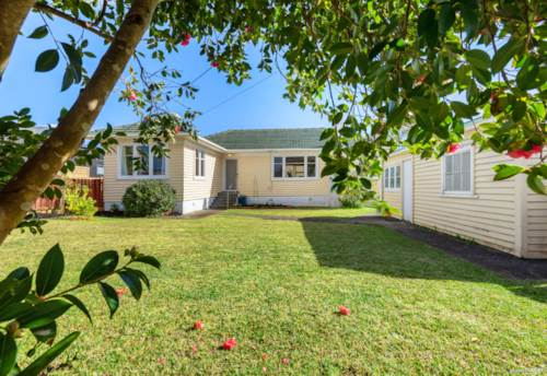 Glen Eden, Great location?  Tick. Added value potential?  Tick., Property ID: 793427   Barfoot & Thompson