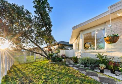Botany Downs, Sunny Modern Family Home near Shops & Schools, Property ID: 794799 | Barfoot & Thompson