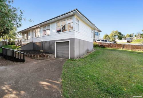 Glenfield, Classic kiwi home with potential, Property ID: 794812 | Barfoot & Thompson