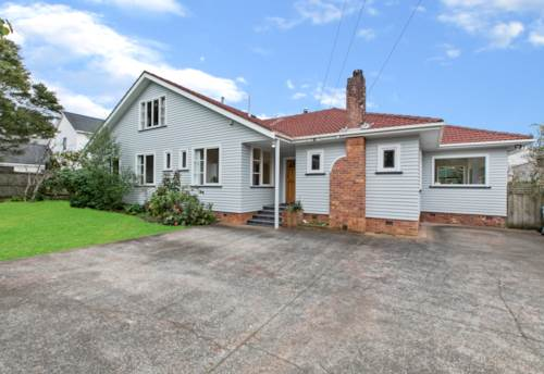 Greenlane, LARGE FAMILY HOME ON SIZEABLE SECTION, Property ID: 794830 | Barfoot & Thompson