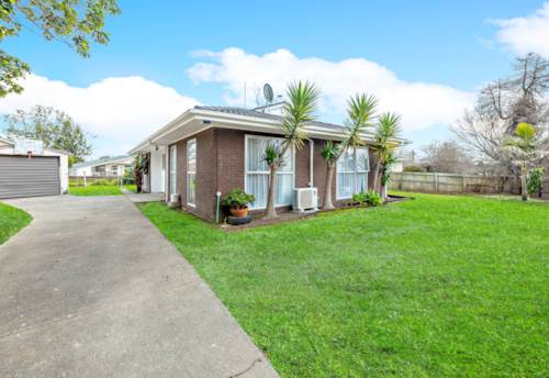 Papakura, Freehold Affordable Brick & Tile Beauty, Property ID: 795081 | Barfoot & Thompson