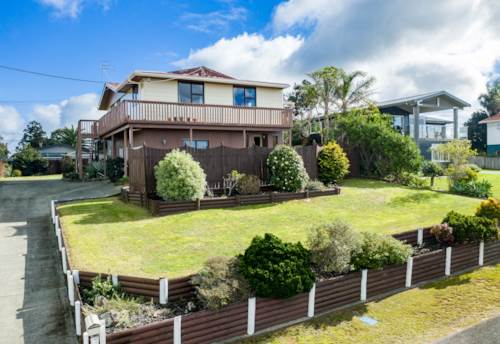 Ruakaka, Spectacular views or just watch the races from the deck, Property ID: 794589 | Barfoot & Thompson