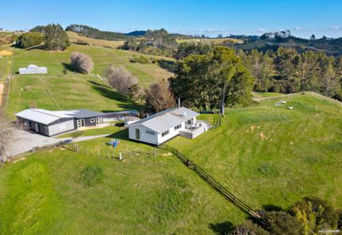 Hunua, Space, Shedding & Sweeping Views on 4.9 Acres, Property ID: 794776 | Barfoot & Thompson