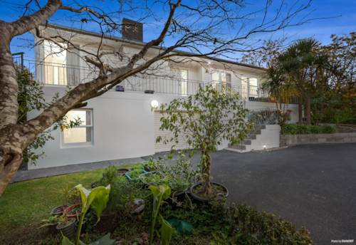 Northcote, A house with legal minor unit on 1424 m² land, Property ID: 794178 | Barfoot & Thompson