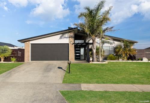 Pukekohe, CONTEMPORARY LIVING IN TOP LOCATION!, Property ID: 795127 | Barfoot & Thompson