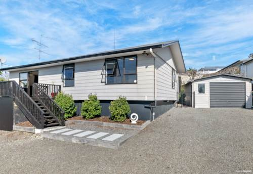 Stanmore Bay, Entry Level Home on A Freehold 1217sqm Section, Property ID: 794952 | Barfoot & Thompson