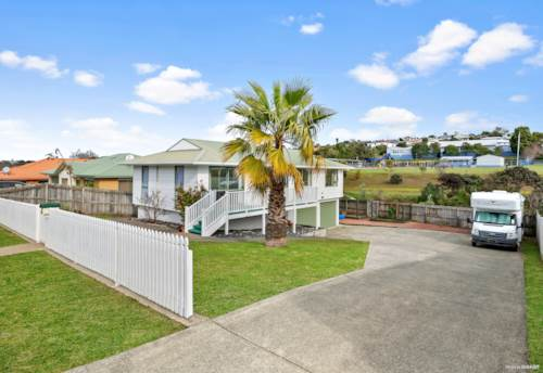 Stanmore Bay, Awesome  Location. Calling Families, Investors and Couples, Property ID: 795148 | Barfoot & Thompson