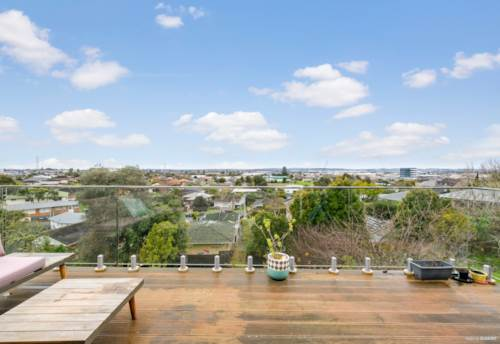 Mt Wellington, INCREDIBLE VALUE - HIGH ON THE HILL, Property ID: 795581 | Barfoot & Thompson