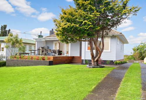 Te Atatu South, Solid Start with a Warm Heart, Property ID: 796067 | Barfoot & Thompson
