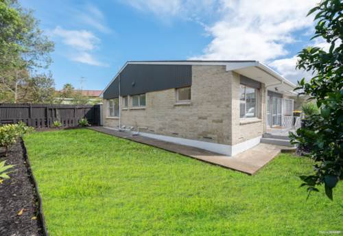 Papatoetoe, Solid Brick Living in Central Papatoetoe !, Property ID: 796468 | Barfoot & Thompson
