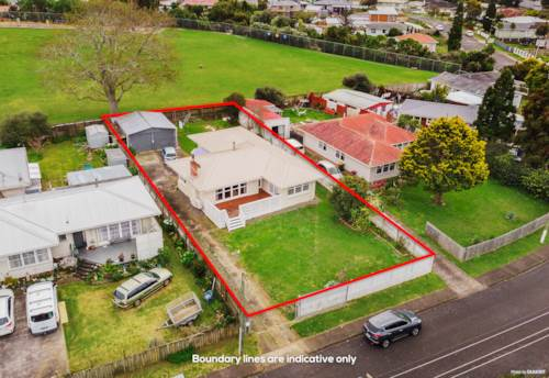 Papatoetoe, Huge Potential on 809m² Freehold section, Property ID: 795826 | Barfoot & Thompson