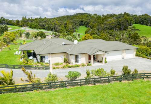 Mangawhai, Super Sized Home and Income-, Property ID: 796723 | Barfoot & Thompson