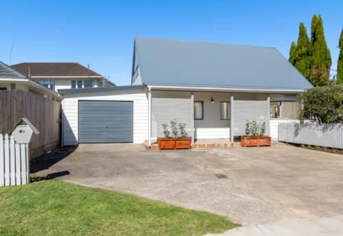 Te Atatu Peninsula, Four Bedrooms, Two Bathrooms in the Peninsula!, Property ID: 796658 | Barfoot & Thompson