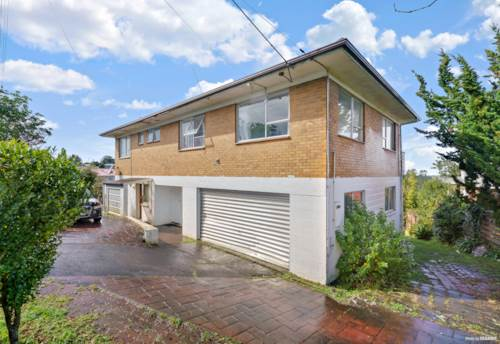 Massey, URGENT AUCTION - Home & Income - Investors & Developers, Property ID: 797095 | Barfoot & Thompson