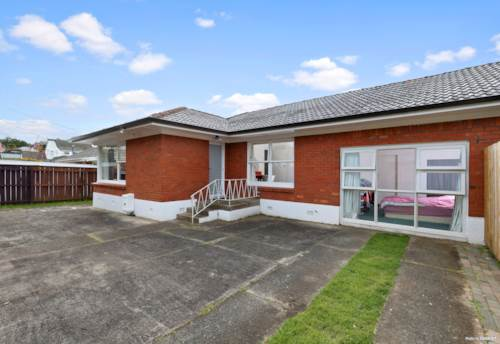 Greenlane, Super Central Double GZ Home, Property ID: 797207 | Barfoot & Thompson