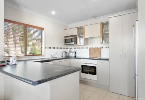 Pukekohe, Stroll To Town, Property ID: 797512 | Barfoot & Thompson