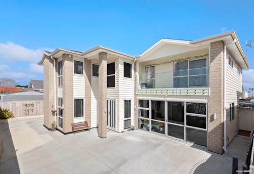 Papatoetoe, TOP HOME, TOP LOCATION & A PRIVATE DRIVEWAY, Property ID: 797400 | Barfoot & Thompson
