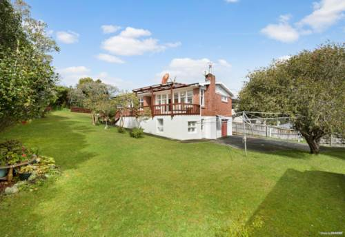 Glenfield, Large Brick Home on 903m2 Section, Property ID: 797325 | Barfoot & Thompson