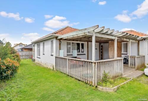 Papatoetoe, Corner Site Brick&Tile Gem with Convenience, Property ID: 797326 | Barfoot & Thompson