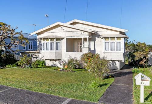Devonport, SIDE BY SIDE AND NOT A FENCE BETWEEN THEM!, Property ID: 797660 | Barfoot & Thompson