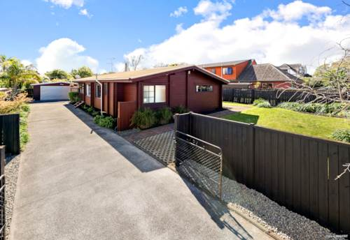 Botany Downs, SOLID LOCATION, Property ID: 796861 | Barfoot & Thompson