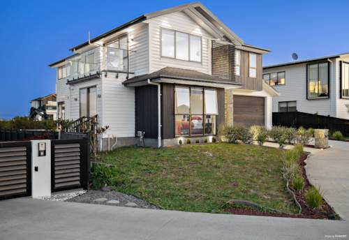 Hobsonville, Coastal Delight, Modern 5 Bedroom Home!, Property ID: 797984 | Barfoot & Thompson