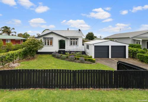 Pukekohe, Timeless Character Bungalow- Prime Location!, Property ID: 798025 | Barfoot & Thompson