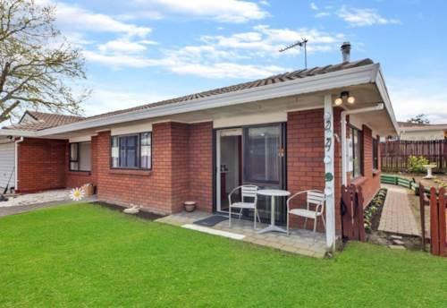Papakura, Position Perfect - Low Maintenance Townhouse, Property ID: 798222 | Barfoot & Thompson
