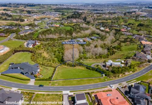 Flat Bush, Dream Section with Great Views, Property ID: 798653   Barfoot & Thompson
