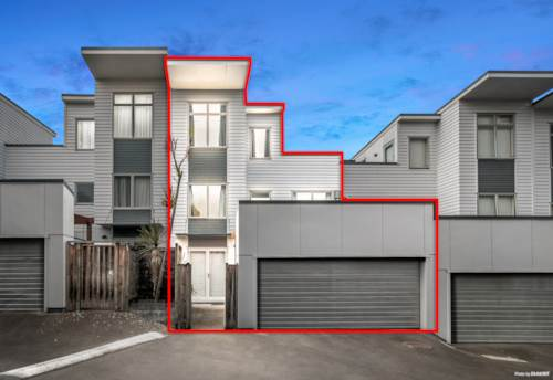 Mt Albert, Spacious Terraced Home with all the Trimmings, Property ID: 798858 | Barfoot & Thompson