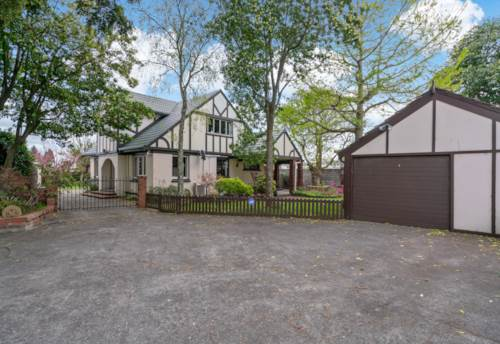 Papakura, URGENT SALE! CASH STRAPPED INVESTOR CALLS IT QUITS, Property ID: 799038 | Barfoot & Thompson