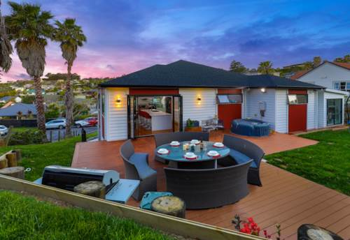 Red Beach, Style & Substance ~ A Family Haven, Property ID: 799262 | Barfoot & Thompson