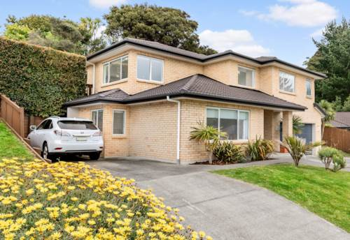 Stanmore Bay, Super Sized Family Home in Handy Location, Property ID: 797939 | Barfoot & Thompson
